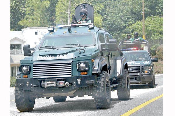 Roban camiones cargados con cemento