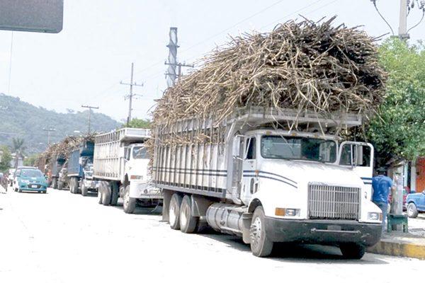 Grave congestionamiento vial por inoperancia de Tránsito