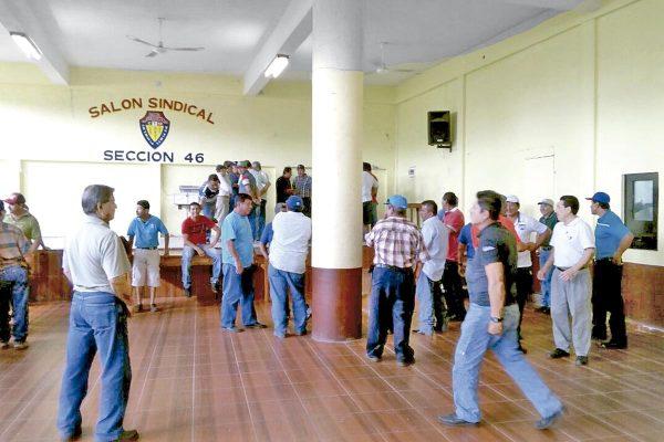 Malestar entre obreros de la Sec. 46 por descuentos en pago de utilidades