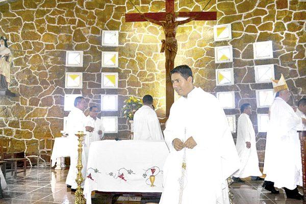 Remueven a sacerdote de Santa Teresa de Ávila