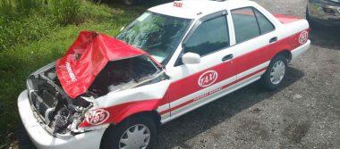 Camioneta chocó a taxi; 2 heridos