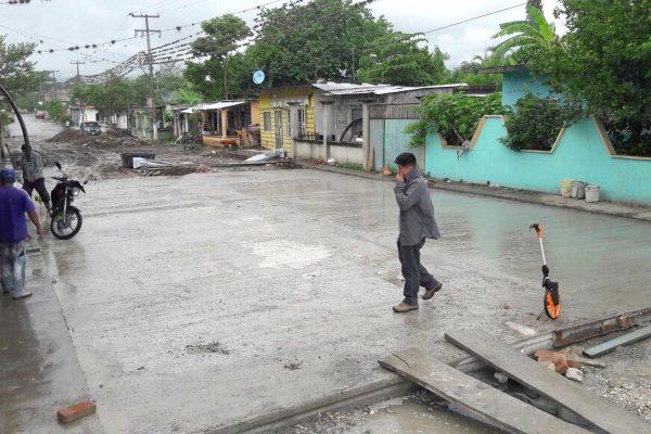 Lluvias atrasan trabajos de pavimentación en La Reforma