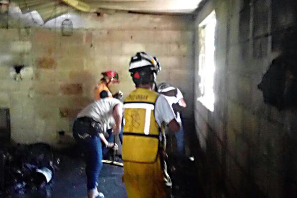Corto circuito  provoca  incendio de una casa