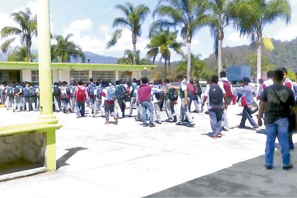 Presentarán examen de admisión mil 695 para secundarias