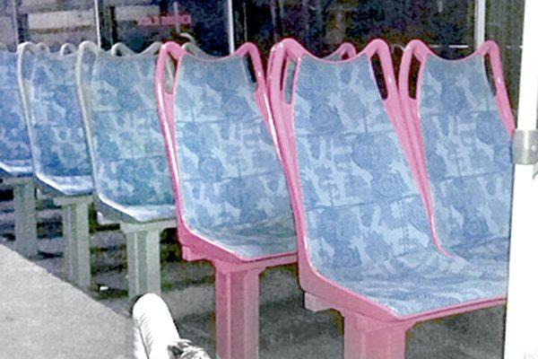 Otorgan espacios rosas en autobuses