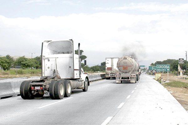 Crisis pega a camioneros; han desaparecido 150 mil