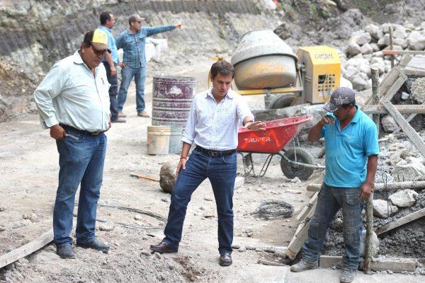 Avanza construcción de carretera Zacatla-Xocotla