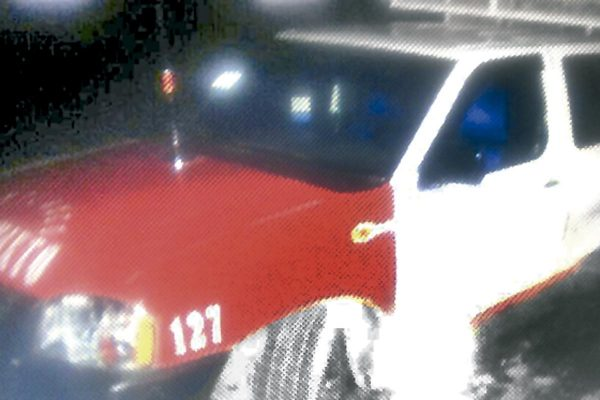 Choca Tiida contra taxi en Coscomatepec
