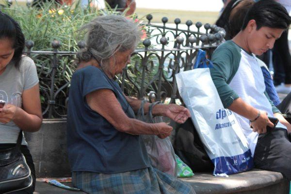 Aumenta el abandono y maltrato de ancianos