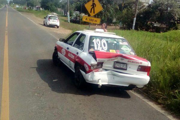 Taxista provoca choque