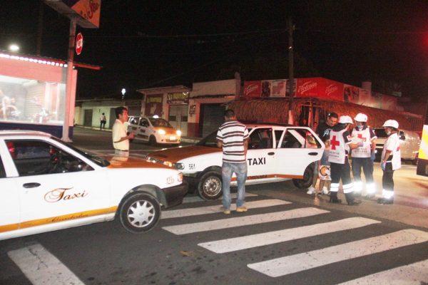 Taxis chocan de frente