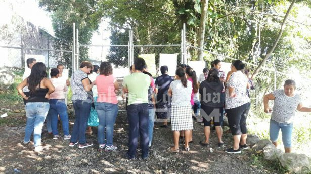 Piden padres destitución de maestras en telesecundaria de Arboledas