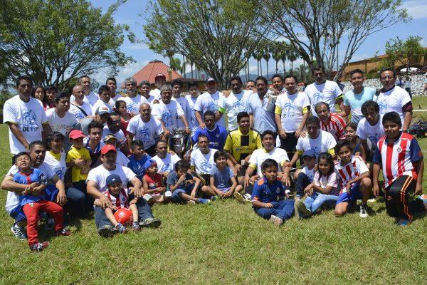 Gallos de San Pedro, tricampeón platino; 4-1