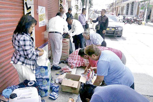 Transportistas envían ayuda a damnificados