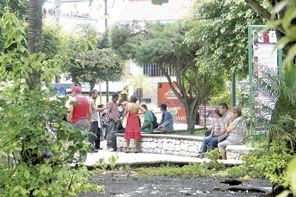 Alcohólicos y drogadictos se han apoderado de parque