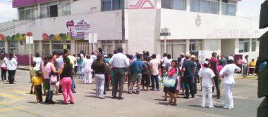 Desalojan escuelas y edificios por sismo