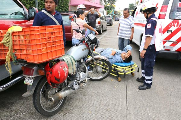 Chocan  motocicletas;  un lesionado