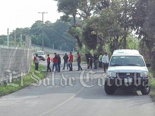 Encuentran a un hombre muerto cerca de Amatlán.