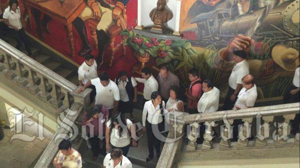 (VIdeos): Más de 300 empleados y ciudadanos participaron en simulacro en Palacio Municipal