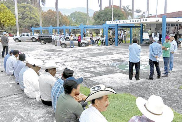 Obreros de El Potrero exigen pago de $4 millones