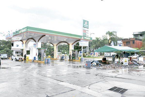 Denuncian a gasolinera por vender agua en combustible