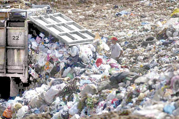 Cuitláhuac se atasca con basura de 50 municipios