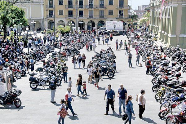 Motociclistas abarrotaron el centro de Córdoba