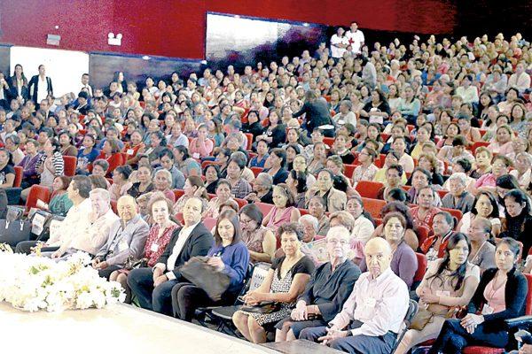 Más de mil féminas participan en Congreso