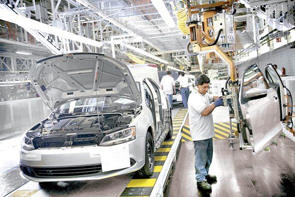Extranjeros aprovechan mano de obra mexicana por barata