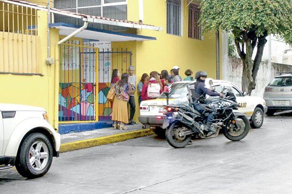 Escuelas compran seguros ante aumento de robos
