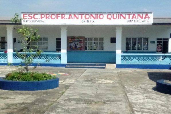Saquean primaria Antonio Quintana