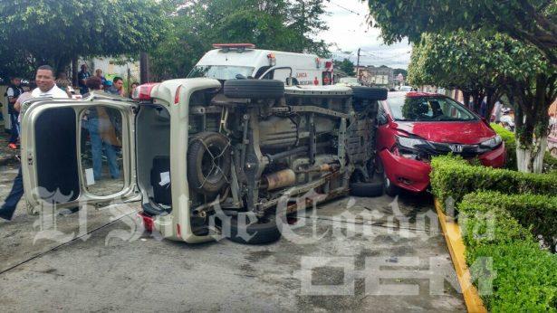 Heridos 2 al impactarse camionetas