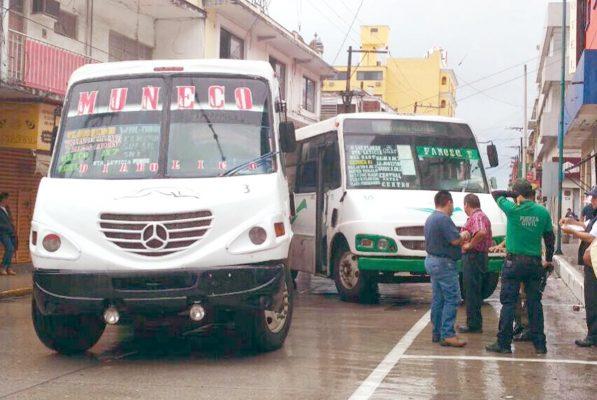 Colisionan autobuses en pleno centro