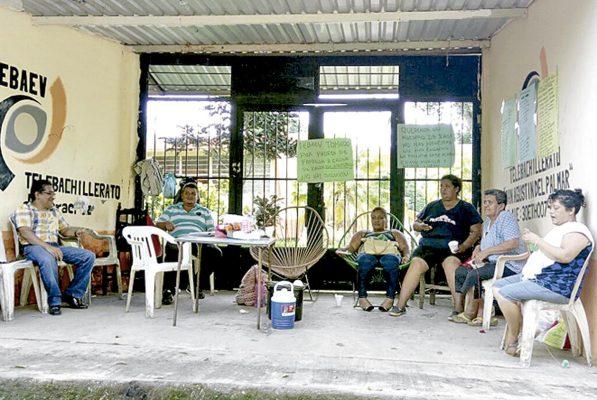 Amenazan paterfamilias con plantones en Xalapa