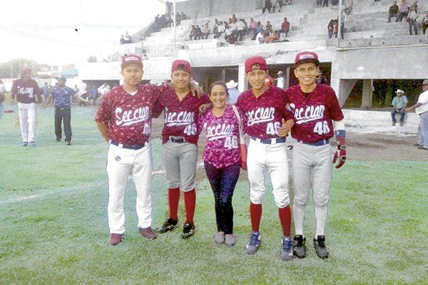 """""""Niño Lobo"""" e hijos,  dos veces campeones"""