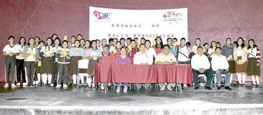 Becas a 56 alumnos de la Secundaria Técnica 44