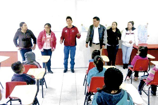 Entregan mobiliario en escuelas de Ixhuatlán