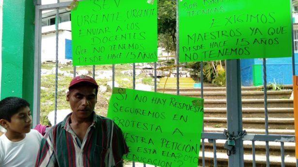 Toman padres de familia secundaría de Villa Nueva