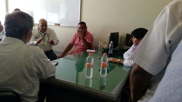 Toma población y cañeros  clínica del IMSS de Cosolapa