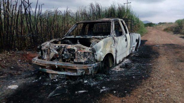 Se calcina camioneta de huachicoleros en Zapata