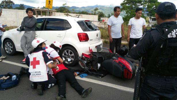 Lesionada motociclista al chocar por alcance