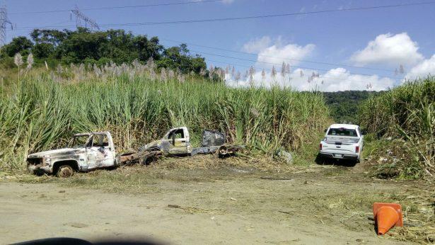 Calcinadas dos camionetas de huachicoleros en Siete Aguas