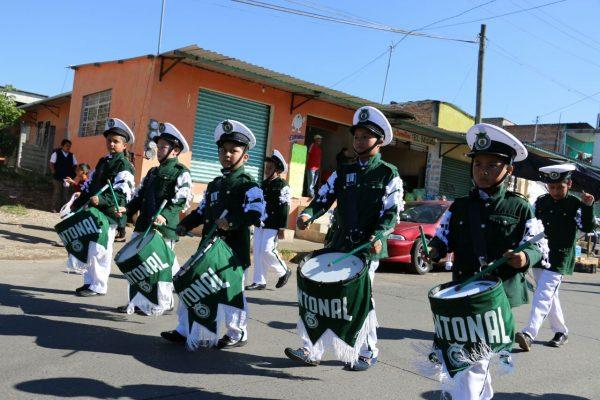 Antorchistas realizan desfile conmemorativo de la Revolución