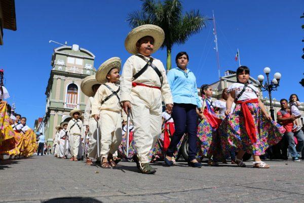 Con acto y desfile cívico se conmemora el 107 aniversario de la Revolución Mexicana
