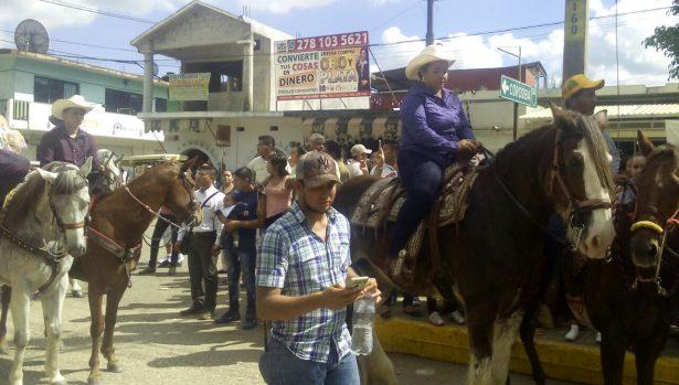 Con cabalgata y desfile festejan 107 años de la Revolución Mexicana