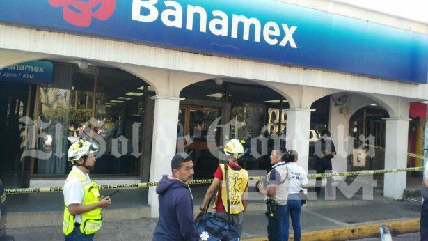 Asaltan Banamex en Fortín; hieren a policía