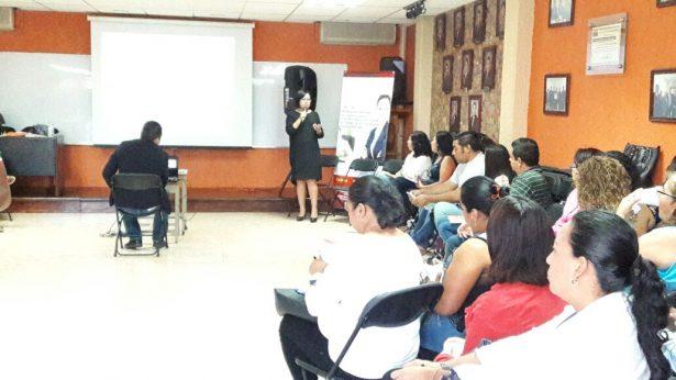 Imparte la Consejera Julia Hernandez seminario para emponderamiento de la mujer