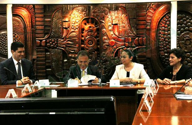 Promulga gobernador autonomía financiera de la Universidad Veracruzana