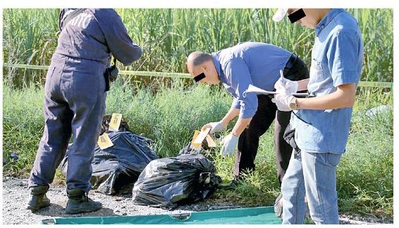 Abandonan restos de dos hombres, en Puente de Oro