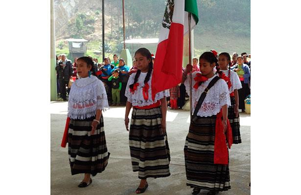 Dos mil 200 escuelas indígenas en Veracruz carecen de recursos